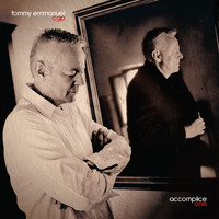 Tommy Emmanuel - (Sittin' On) The Dock Of The Bay (feat. J.D. Simo)